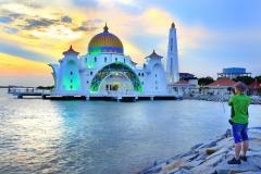 Plutajuća-džamija-u-Maleziji